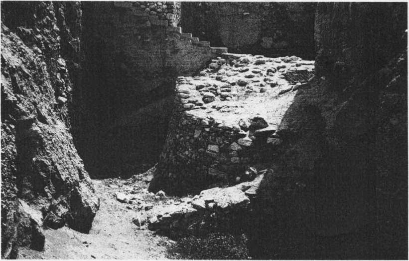 Рис. 2. Фрагмент иерихонской башни (фото А. Ронена).
