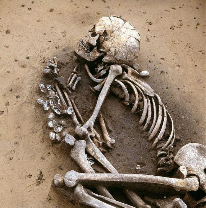 Человек, похороненный 4500 лет назад в центральной Германии, в генетическом плане совершенно отличался от мигрантов с востока, прибывших позже.