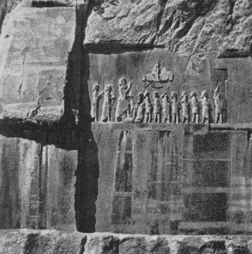 Рельеф на Бехистуискои скале. Последний справа сак Скунха