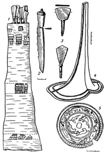 Рис. 5.13. Изделия кыпчаков XIII—XIV вв.: 1 — колчан со стрелами; 2 — нож; 3 — наконечники стрел; 4 — женский головной убор; 5 — металлическое зеркало.