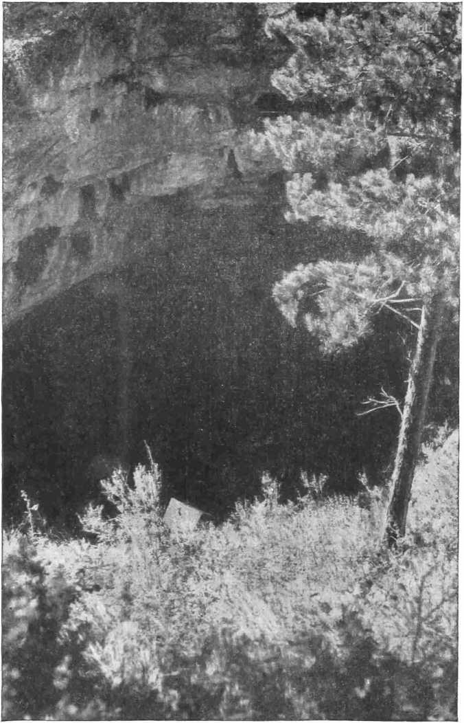 Рис. 2. Вход в пещеру