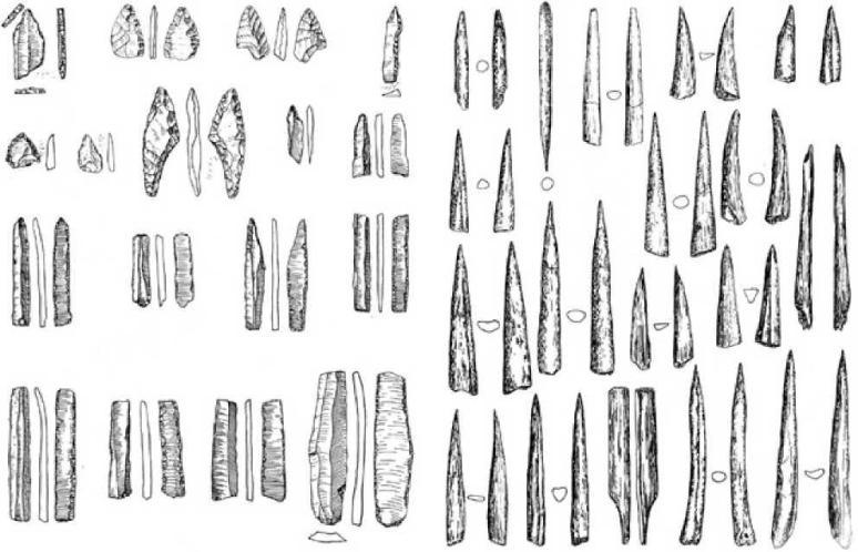 Рис. 2.12. Караунгур. Каменный орудия труда (слева) и изделия из кости (справа)