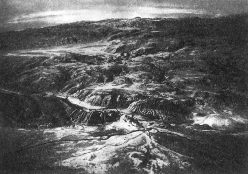 2.Каспийские ворота, отделяющие Восточную Мидию от верхних областей Парфии. Вдали — пустыня Деште Кевир.