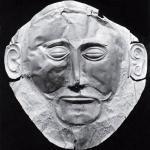 Золотая маска микенского царя, называемая маской Агамемнона, приблизительно 1300 год до н. э. (Национальный археологический музей, Афины, Греция)