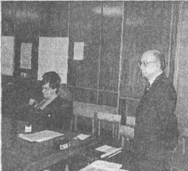 Рис. 2. Л. С. Клейн в Санкт-Петербургском государственном университете. Фото 1995 г.