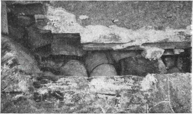 Рис. 10. Заполнение внутреннего пространства стены барабана гончарными сосудами