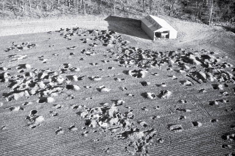 Рис. 1.7. Слэк Фарм, Кентукки. Разрушения, причиненные мародерами, до появления археологов