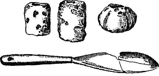 Рис. 45. Глиняные грузики от ткацких станков и костяная лопаточка культуры Кёрёша.