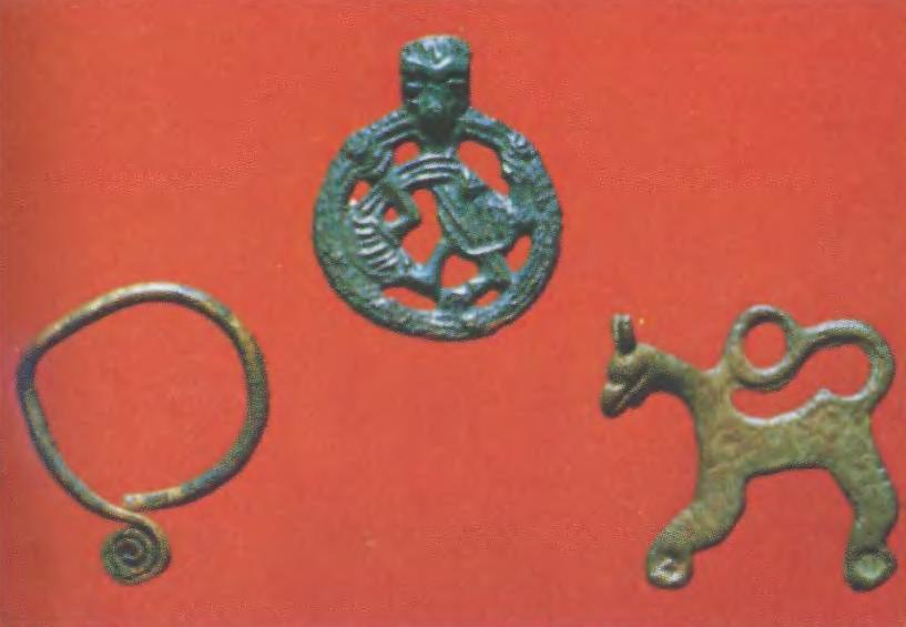 Украшения из Старой Ладоги: спиралеконечное славянское височное кольцо, скандинавская подвеска в стиле Борре, древнерусская коньковая подвеска