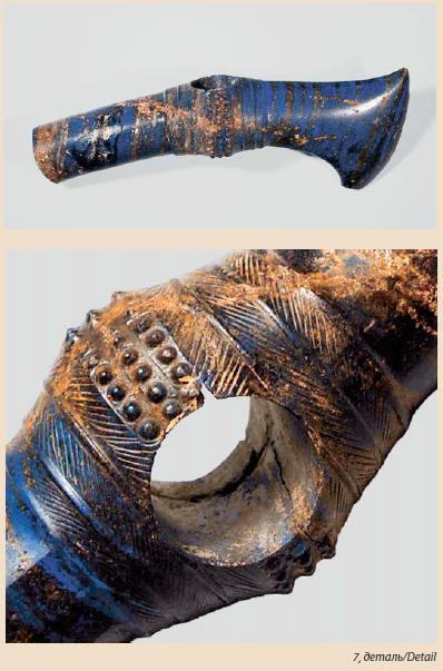 Ил. 7. Лазуритовый топор из клада L, общий вид и деталь (ГМИИ)