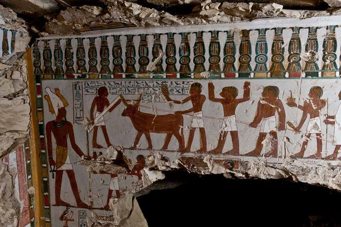 Стена с изображением сцены возделывания земли