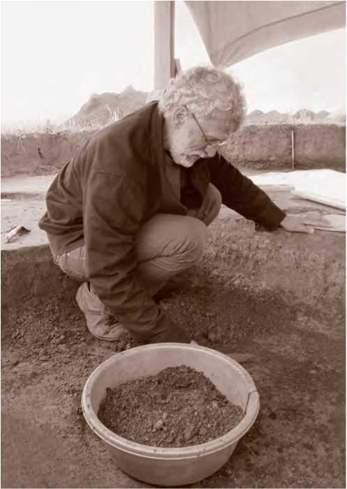 Н. А. Макаров на раскопках в Шекшово. 2013 г.