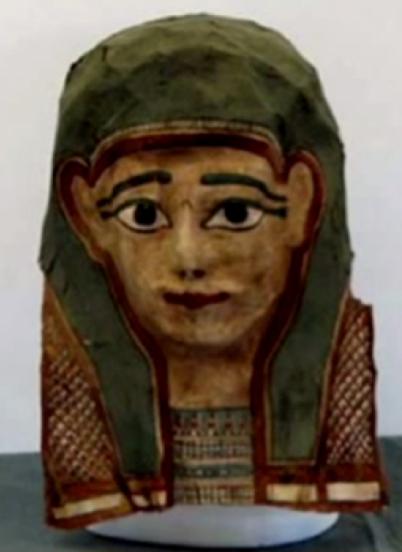 На фотографии одна из масок, которую ученые изучают, чтобы восстановить из неё античные папирусы. Это маска аналогична той, на которой содержится отрывок из Евангелия, датируемый I в н.э.