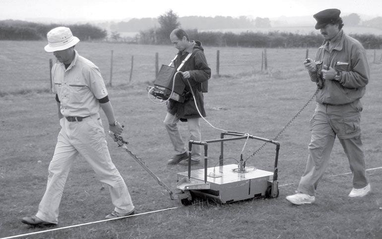 Рис. 8.7. Поверхностное электронное обследование полей возле римского города Уороксетер, Англия
