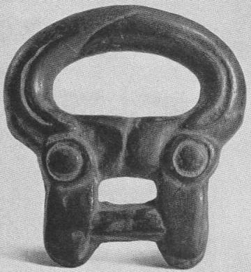 122. Бронзовая бляха с изображением двух конских головок. Минусинская степь.