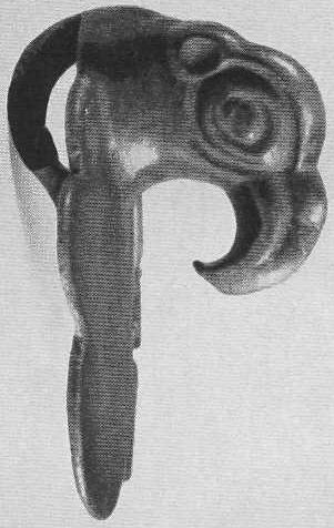 124. Бронзовый налобник с головкой птицы. Минусинская степь.