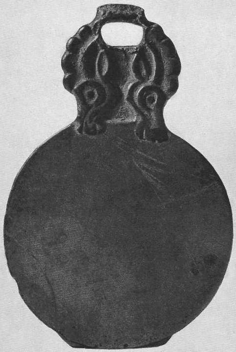 126. Бронзовое зеркало с зооморфной ручкой. Минусинская степь.