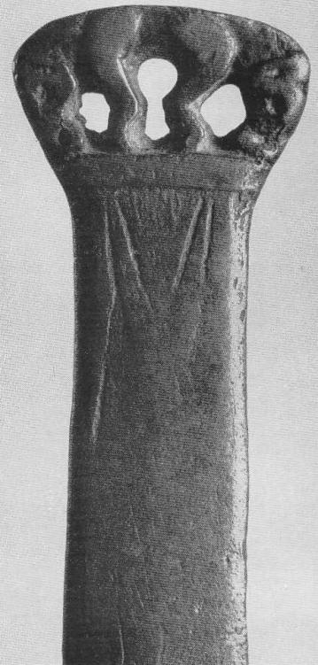 133. Двойная протома кабана на конце ножа. Минусинская степь.