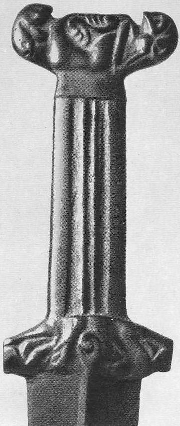 145. Парные кабаньи головки с общим ухом на рукоятке кинжала. Минусинская степь.