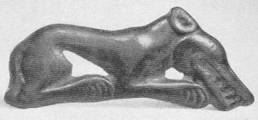 148. Бронзовая бляха — лежащий волк. Минусинская степь.
