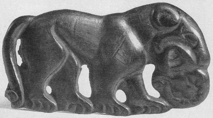 149. Бронзовая бляха — тигр с головой барана в пасти. Минусинская степь.