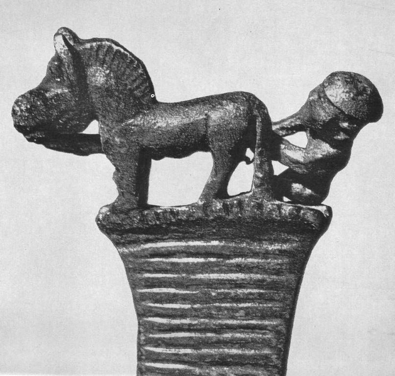 114. Бронзовый нож с фигурками лошади и человека (увеличено). Деревня Ростовка.