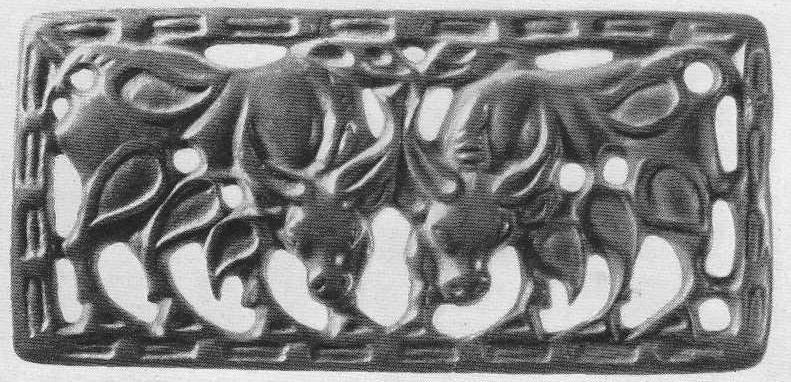153. Бронзовая застёжки с двумя быками. Минусинская степь.
