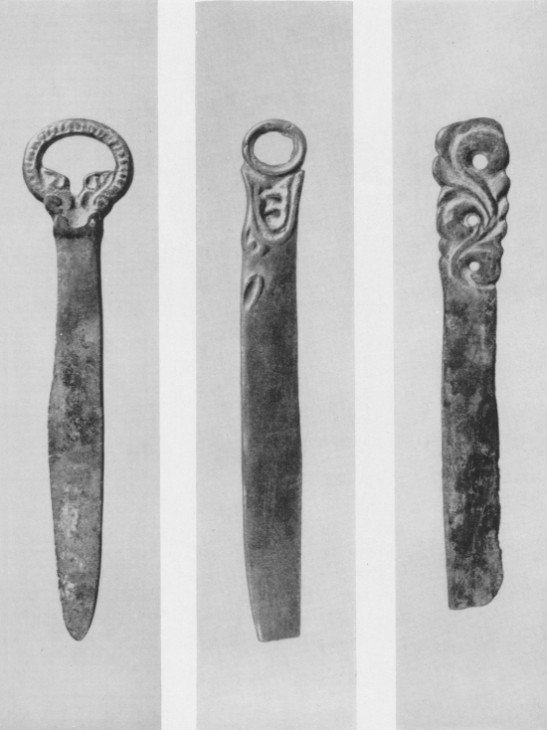 115. а, б, в. Минусинские бронзовые ножи.