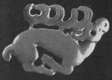 167. Бронзовая бляшка — лежащий олень. Ордос.