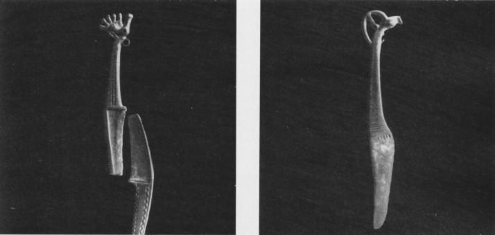 111 a, б. Ножи и кинжалы карасукских типов.