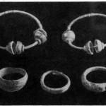 Рис. 12. Вещи из курганов XIII—XIV вв. у ст. Яуза. 1 — височные кольца; 2 — перстни