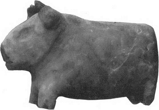 17. Статуэтка быка из Кара-тепе. Мрамор. Начало III тыс. до н. э.