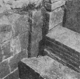 Рис. 3. Стык основания галереи с юго-восточным углом храма