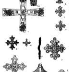 Рис. 1. Христинские и универсальные (интерконфессиональные) обереги VII-IX вв. 1 - крест, крепившийся к погребальной одежде («Милан», VII в.); 1А - композиция, повторенная на лопастях креста из «Милана»; 2-6 - фибулы типа Вормс (IX в.): 2 - Вормс-Абендхайм; 3 - Вольтвише; 4, 5 - Вормс; 6 - Карлбург; 7-9 - крестообразные фибулы (IX в.): 7 - Самбия; 8 - Микульчице; 9 - Аукштакемяй; 10 - поясная накладка (Альт-Велау, XIV в.?). Источники: 1 - Menghin W., 1985, Taf. 40; 2-6, 8 - Schulze-Dorrlamm, 1997, Abb. 2, 1-6; 7 - фонды КОИХМ; 9 - Gaerte, 1929, Abb. 255, a; 10 - фонды КОИХМ, № 15811.16.