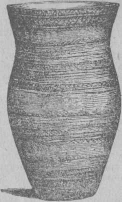 Рис. 13. Глиняная ваза с от¬печатком плетения.