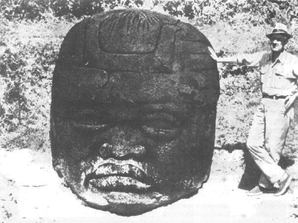 Рис. 66. Олмеки. Каменная голова.