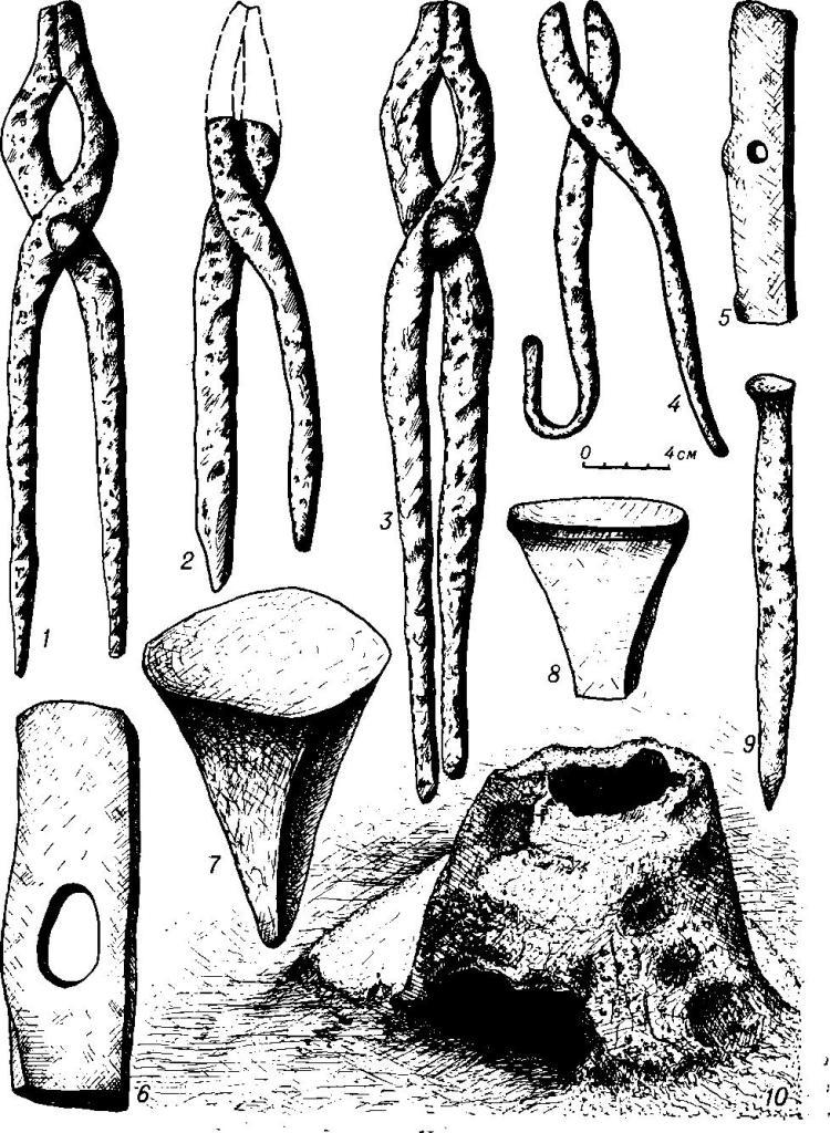 Таблица LXV. Кузнечный инструментарий и железоплавильный горн 1-8,5, 6, 8 — Пастырское; 4-Титчиха; 7-Изборск; 9 - Батица; 10 - Григоровка