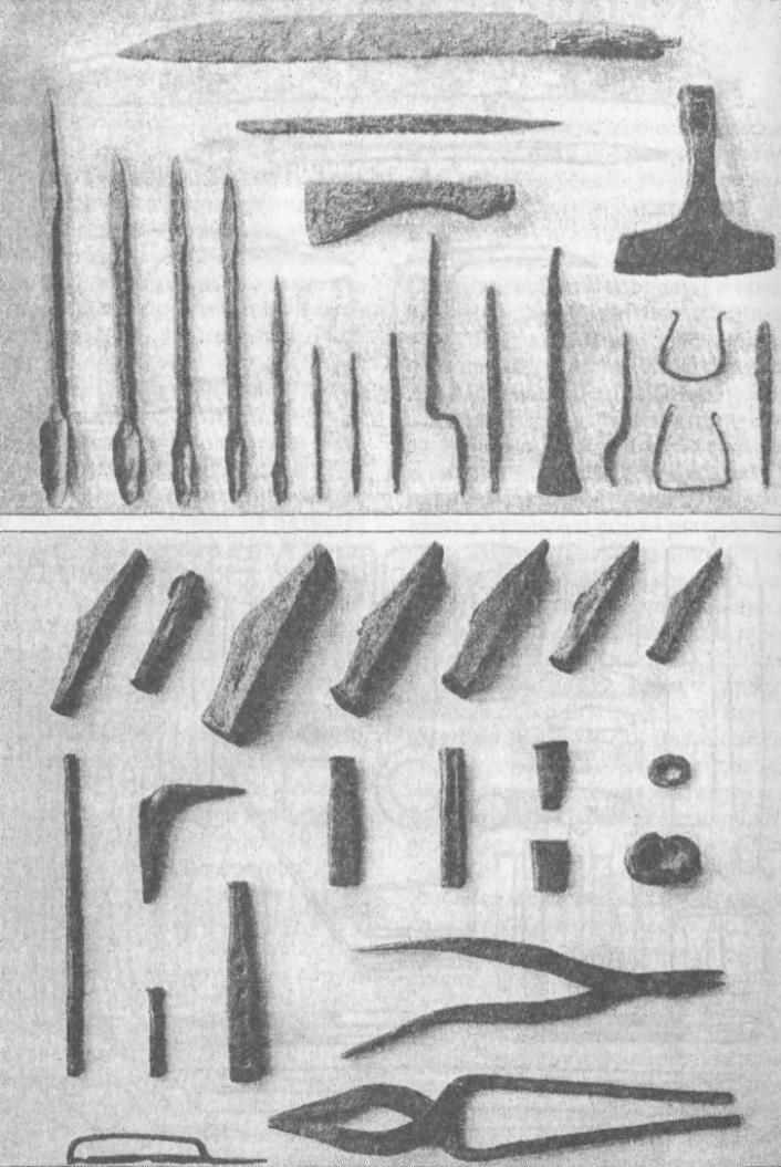 Рис. 68. Орудия труда из ящика для рабочих инструментов ремесленника, найденные на месте высохшего озера Мястермюр, Готланд