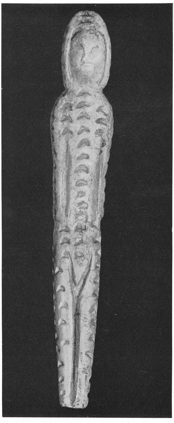 8. Женская статуэтка из стоянки Буреть. Бивень мамонта. Поздний палеолит.