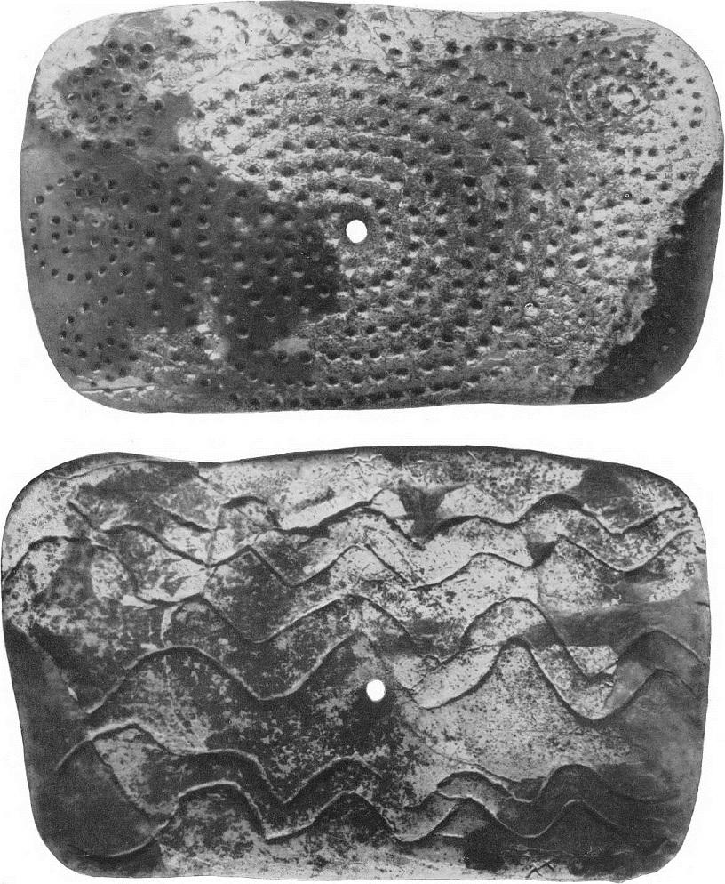 10, 11. Бляха, орнаментированная из бивня мамонта. Мальта. Поздний палеолит.