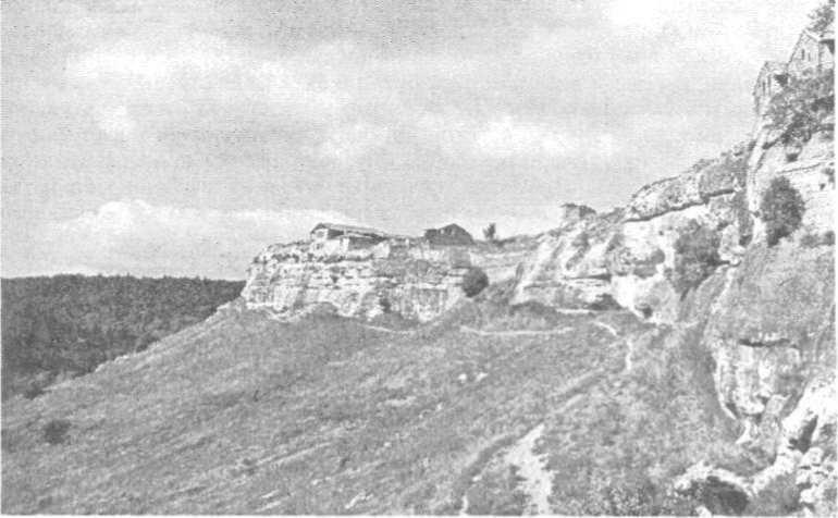 """Рис. 27. """"Печерне місто"""" Чуфут-Кале поблизу Бахчисарая"""