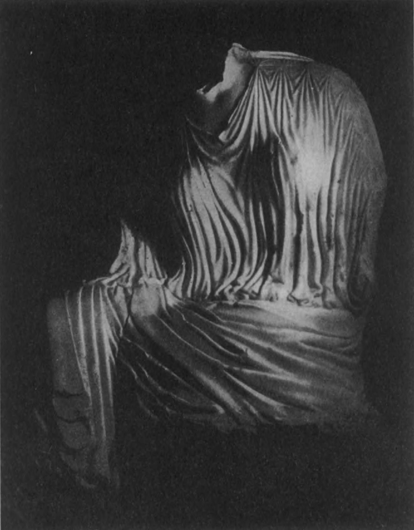 36. Мраморная статуя ахеменидского (?) времени. Персеполь.