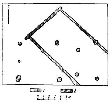 Рис. 47. План остатков деревянных сооружений XII—XV вв. в южной части раскопа 1952 г. 1 — следы сооружения № 1; 2 — следы сооружения № 2.