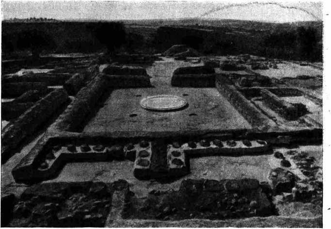 Рис. 8. Кладовые с пифосами Пилосского дворца.