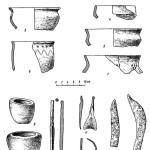 Рис. 63. Вещи, найденные на селище у г. Почепа: 1 — глиняная миска и 1-а — клеймо, процарапанное на внутренней стороне ее дна; 2—7—глиняные сосуды; 8, 9 — гливяные тигли; 10 — железное шило; 11 — бронзовая поделка неизвестного назначения; 12 — обломок бронзового браслета; 13, 14 — железные серпы.