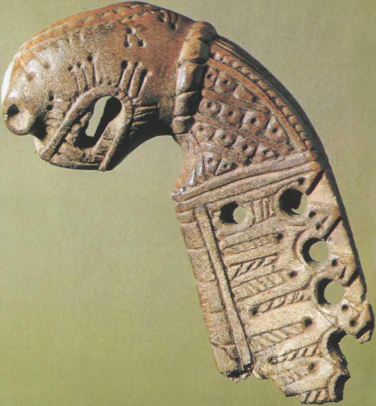 Роговое резное навершие из Старой Ладоги