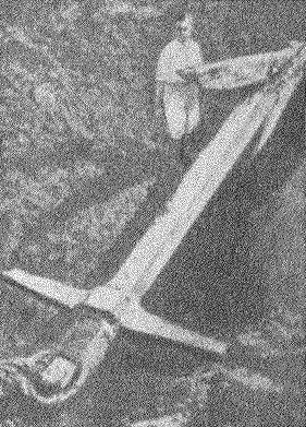 Рис. 13. Деревянный якорь, найденный на дне оз. Неми.