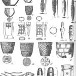 Инвентарь кротовской (1-8), самусьской (9-11) и окуневской (12-22) культур: 1-4, 15-18 - керамика; 5-8, 13, 14 - ножи и кинжалы; 9 - литейная формадляотливкикельта; 10,11 - кельты; 12—кольцо 19— ожерелья; 20, 21 - пластинки с изображениями женских лиц; 22 пряжка (5-8, 10-14— бронза; 19, 22 — камень; 20, 21 — кость)