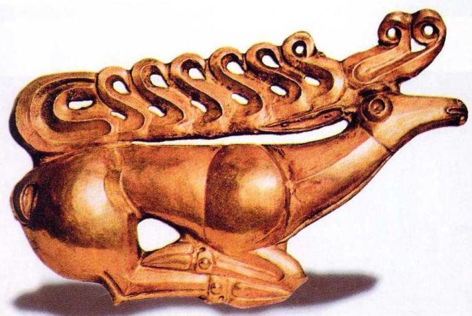 """Стилизованная фигурка оленя скифской эпохи """"звериный стиль', Костромской курган, VI в. до н. э."""