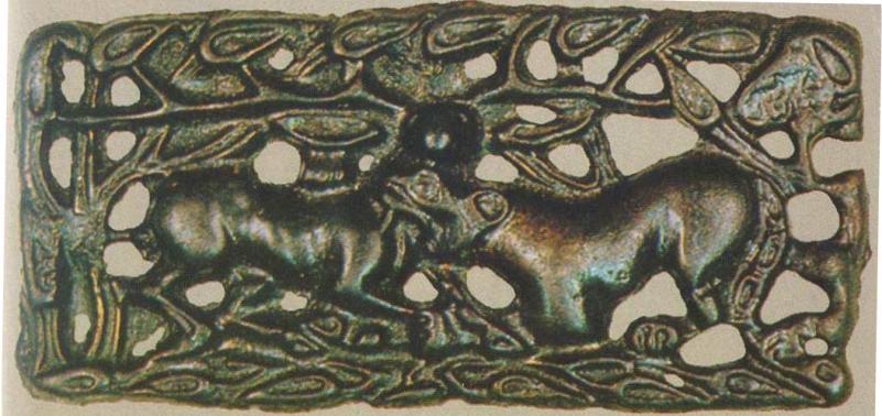 Бронзовая пластина с изображением сцены борьбы животных
